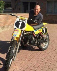Harry Everts, ook aanwezig met 3 motoren van het merk Puch en Suzuki.