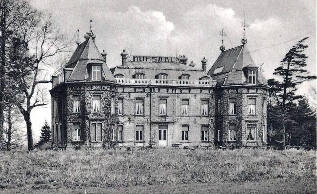Pasen 1950: Kasteel Meylandt in Heusden aan de wieg van België en de cross in West-Limburg.