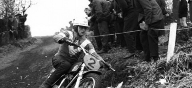 Video: The Roughriders trekken van GP naar GP in the sixties!