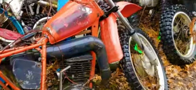 Video: Kerkhof vol crossmotoren ontdekt!
