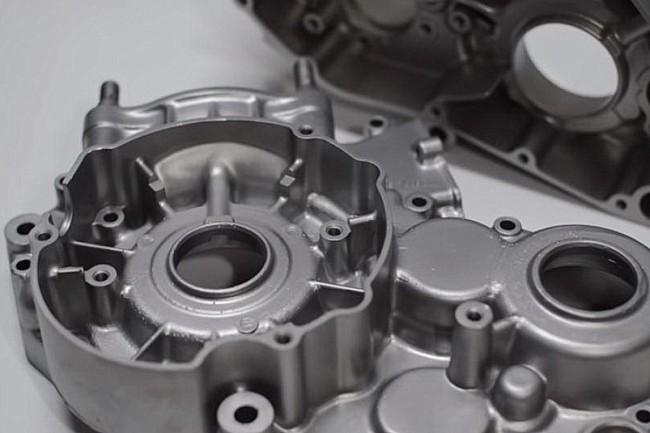 VIDEO: De restauratie van een RM250. De voorbereiding van aluminiumdelen