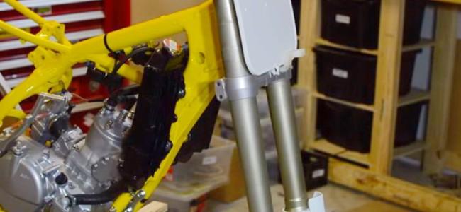 VIDEO: De restauratie van een RM250. De voorvork.