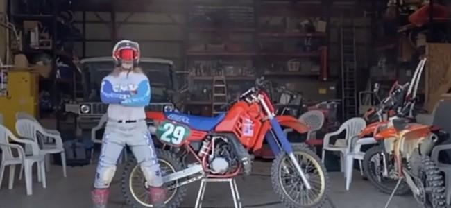 VIDEO: Ryan Hughes stapt op een oude Honda